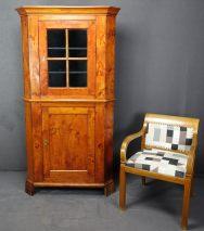 HELLE ECKVITRINE BIEDERMEIER KIRSCHBAUM UM 1830