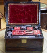 SCHMUCK/SCHREIB/NÄH REISEBOX/SCHATULLE EDELHOLZ MESSINGINTARSIEN SILBER UM 1850
