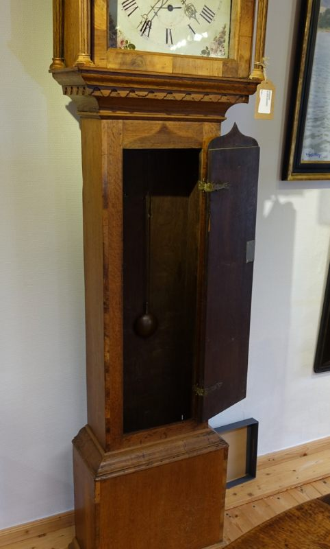 antiquit ten und kunstgegenst nde barocke signierte englische standuhr. Black Bedroom Furniture Sets. Home Design Ideas